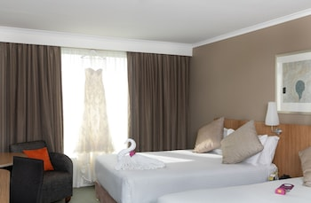 Guestroom at Mercure Sydney Parramatta in Rosehill
