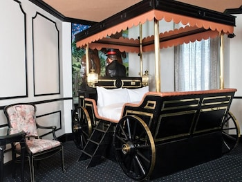Victorian Coach Theme Room