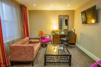Junior Suite, 1 Queen Bed (Duplex, Living Room)