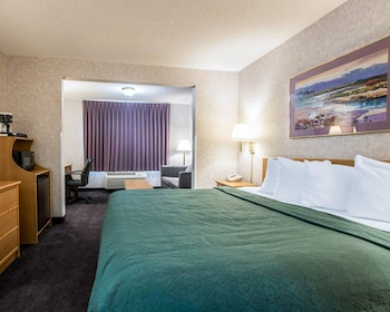 Guestroom at Quality Suites San Diego Otay Mesa in San Diego