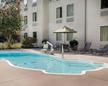 Quality Inn Gloucester Is A Hotel Located On Forest Hill Ave In Virginia