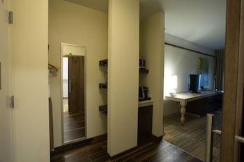 Junior Suite, 2 Queen Beds, Accessible (Hearing)