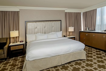 Compact King Room, Shower only with US Fallsview