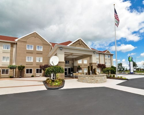. Holiday Inn Express Hotel & Stes Port Clinton-Catawba Island, an IHG Hotel