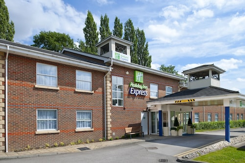 . Holiday Inn Express Leeds East