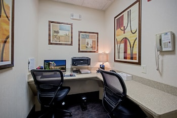 Hotel - Holiday Inn Express & Suites Youngstown N (Warren/Niles)