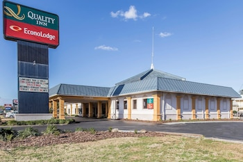 Hotel - Quality Inn & Suites Conference Center
