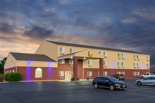 . Super 8 by Wyndham Ottawa