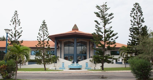 . La Palm Royal Beach Hotel