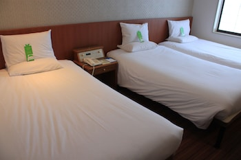 Superior Twin Room (2 Single Beds and 1 Extra Bed), Non Smoking