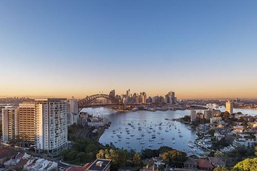 . View Sydney  ( North Sydney Harbourview Hotel)