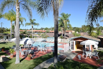 Hotel - Fallbrook Country Inn