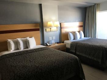 Efficiency, Standard Room, 2 Queen Beds, Ocean View