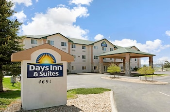Hotel - Days Inn & Suites by Wyndham Castle Rock