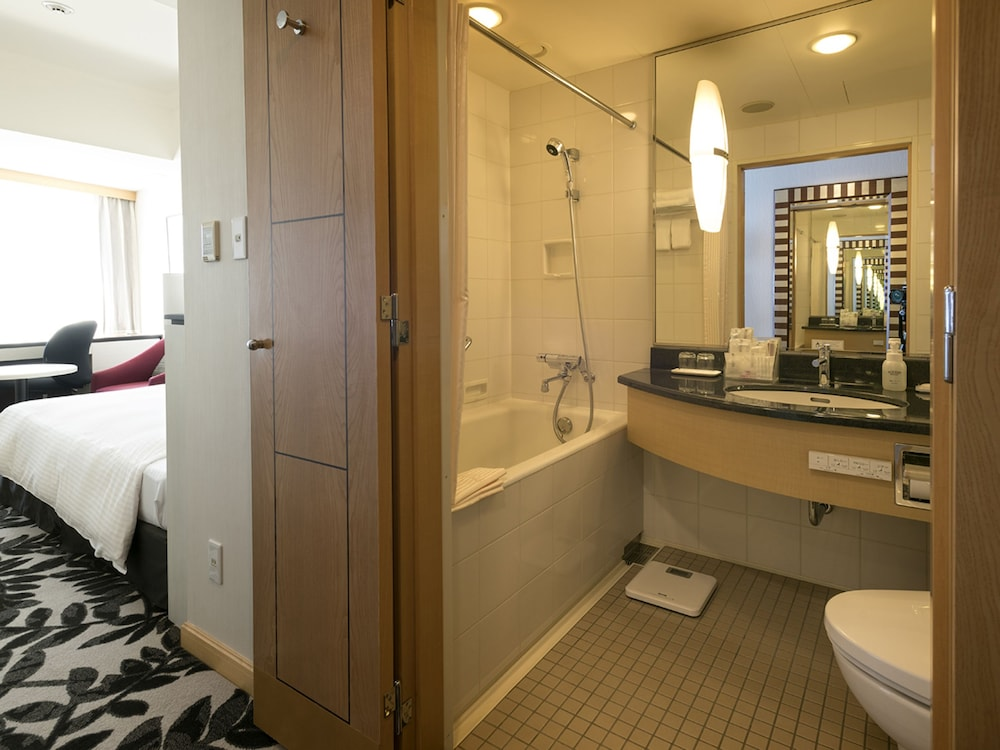 Room : Standard Room, 2 Twin Beds, Non Smoking 9 of 185
