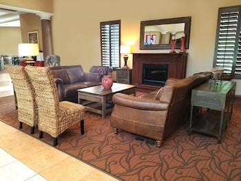 Lobby Sitting Area at Hawthorn Suites by Wyndham Lake Buena Vista, a staySky Hotel in Orlando
