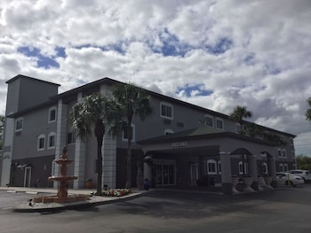 Hotel - Days Inn & Suites by Wyndham Bonita Springs North Naples