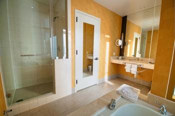 Suite, Accessible, Corner