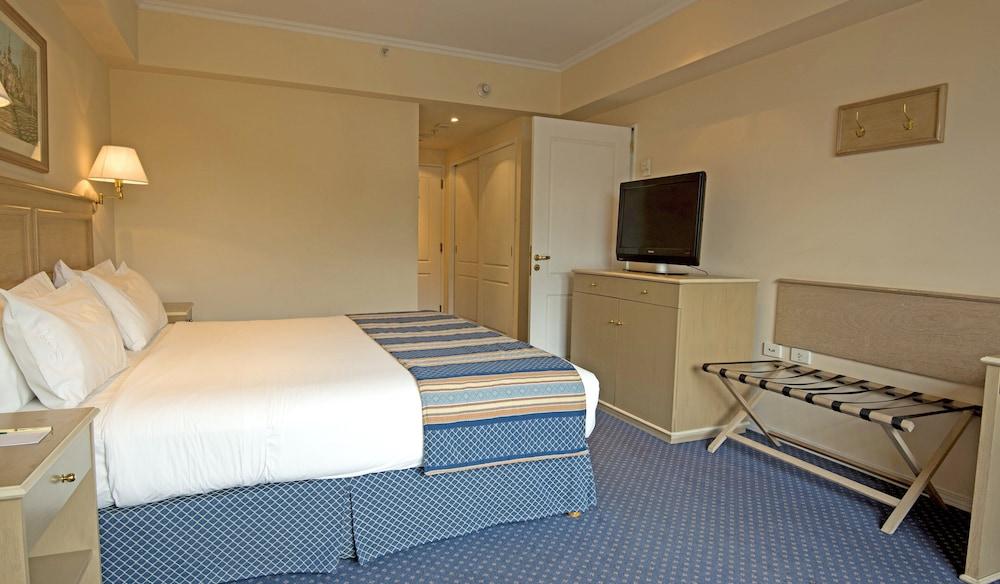 https://i.travelapi.com/hotels/1000000/480000/477600/477592/14756e18_z.jpg