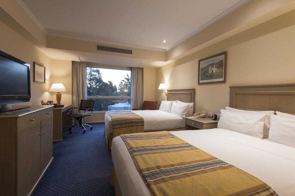 https://i.travelapi.com/hotels/1000000/480000/477600/477592/1cb2b976_z.jpg