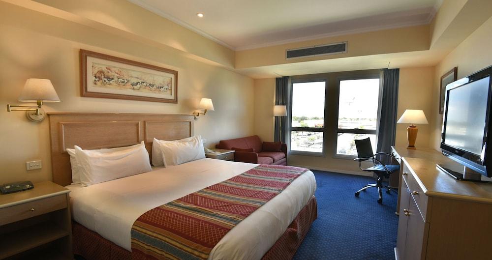 https://i.travelapi.com/hotels/1000000/480000/477600/477592/37512208_z.jpg