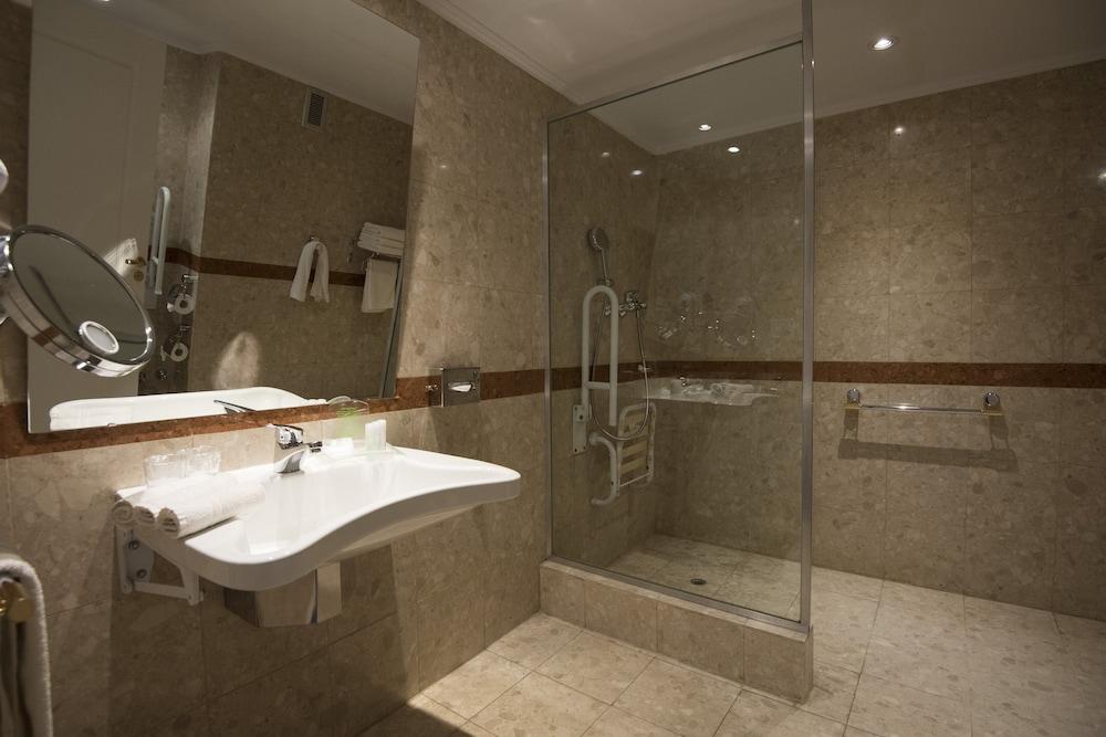 https://i.travelapi.com/hotels/1000000/480000/477600/477592/41d2f750_z.jpg