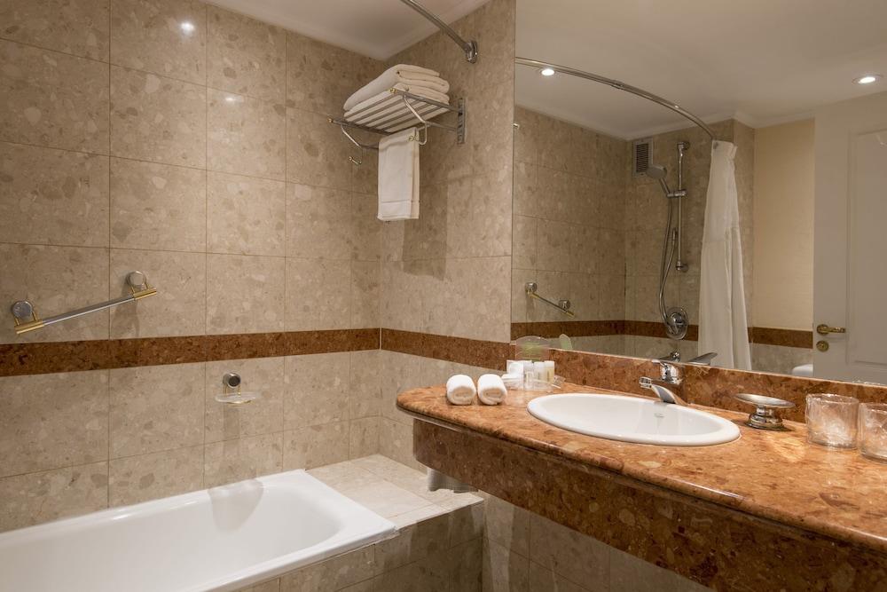 https://i.travelapi.com/hotels/1000000/480000/477600/477592/48ca8780_z.jpg