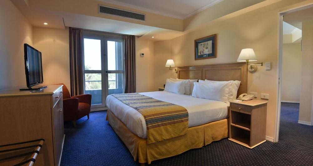 https://i.travelapi.com/hotels/1000000/480000/477600/477592/60844f26_z.jpg