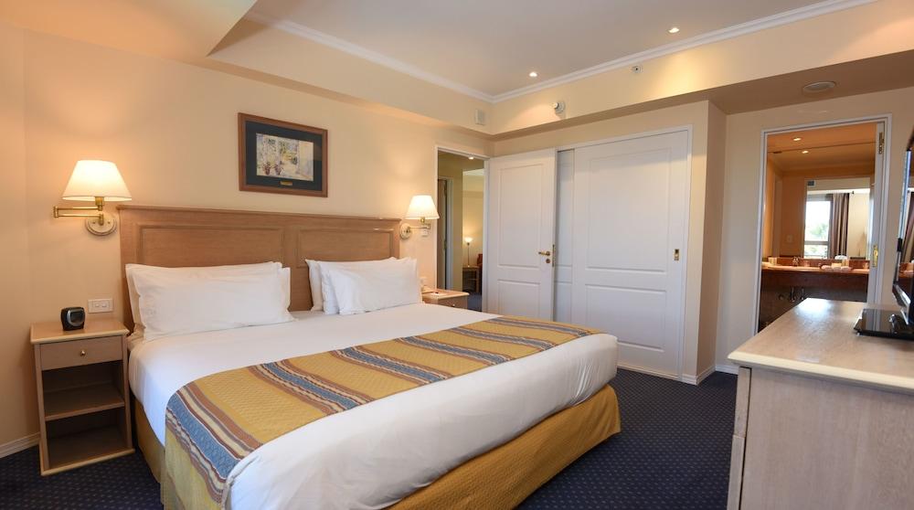 https://i.travelapi.com/hotels/1000000/480000/477600/477592/66240270_z.jpg