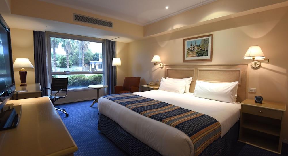 https://i.travelapi.com/hotels/1000000/480000/477600/477592/a12480f4_z.jpg