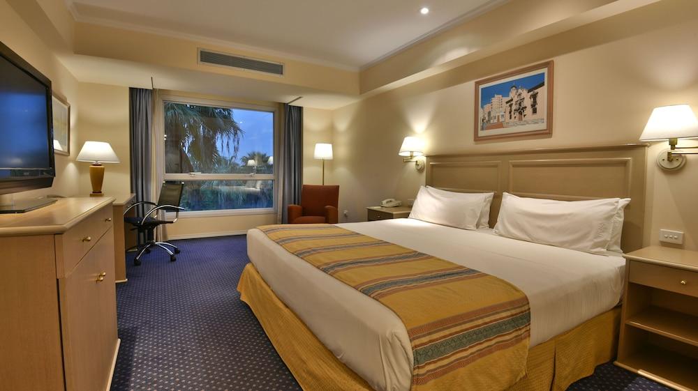 https://i.travelapi.com/hotels/1000000/480000/477600/477592/a263611a_z.jpg