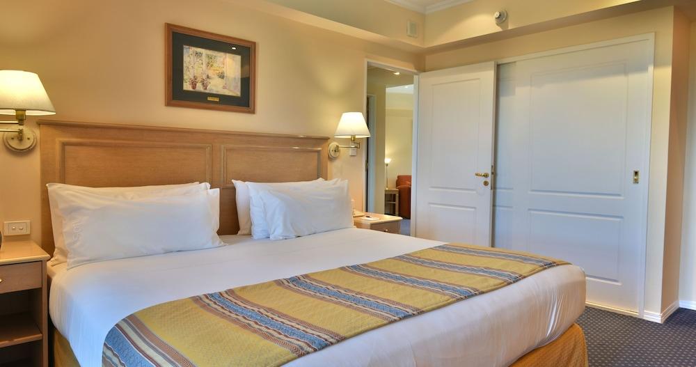 https://i.travelapi.com/hotels/1000000/480000/477600/477592/b3f90bba_z.jpg