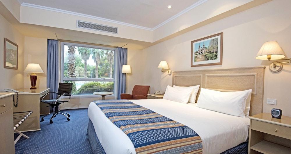 https://i.travelapi.com/hotels/1000000/480000/477600/477592/bfc9042f_z.jpg
