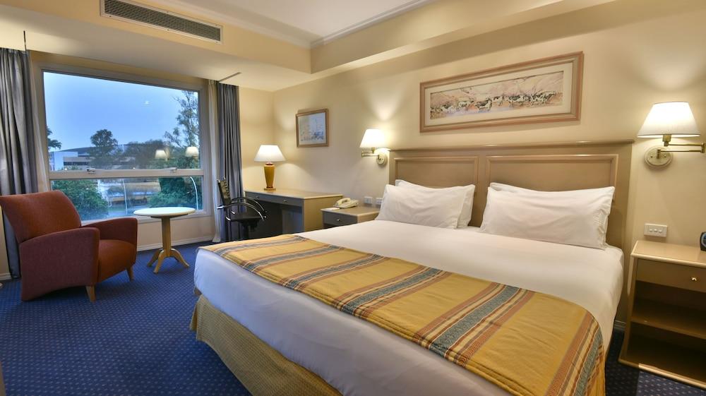 https://i.travelapi.com/hotels/1000000/480000/477600/477592/c98577f2_z.jpg