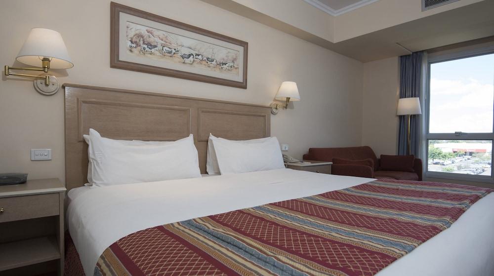 https://i.travelapi.com/hotels/1000000/480000/477600/477592/d5250f61_z.jpg