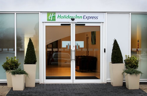. Holiday Inn Express Wakefield