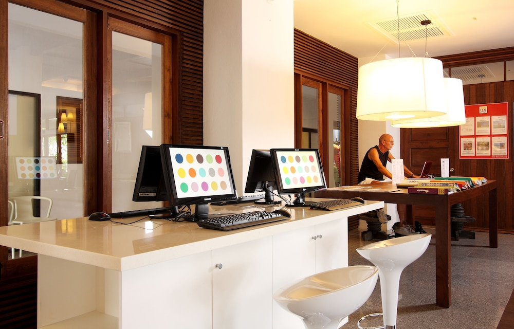 https://i.travelapi.com/hotels/1000000/480000/478900/478899/50fa7b0d_z.jpg
