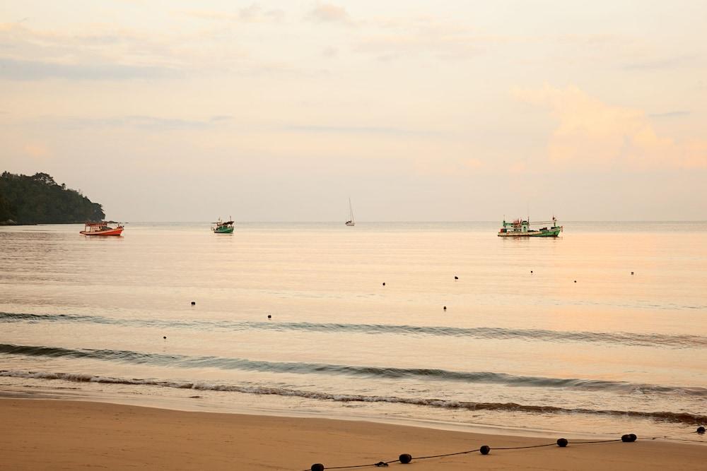 https://i.travelapi.com/hotels/1000000/480000/478900/478899/7c4359c2_z.jpg