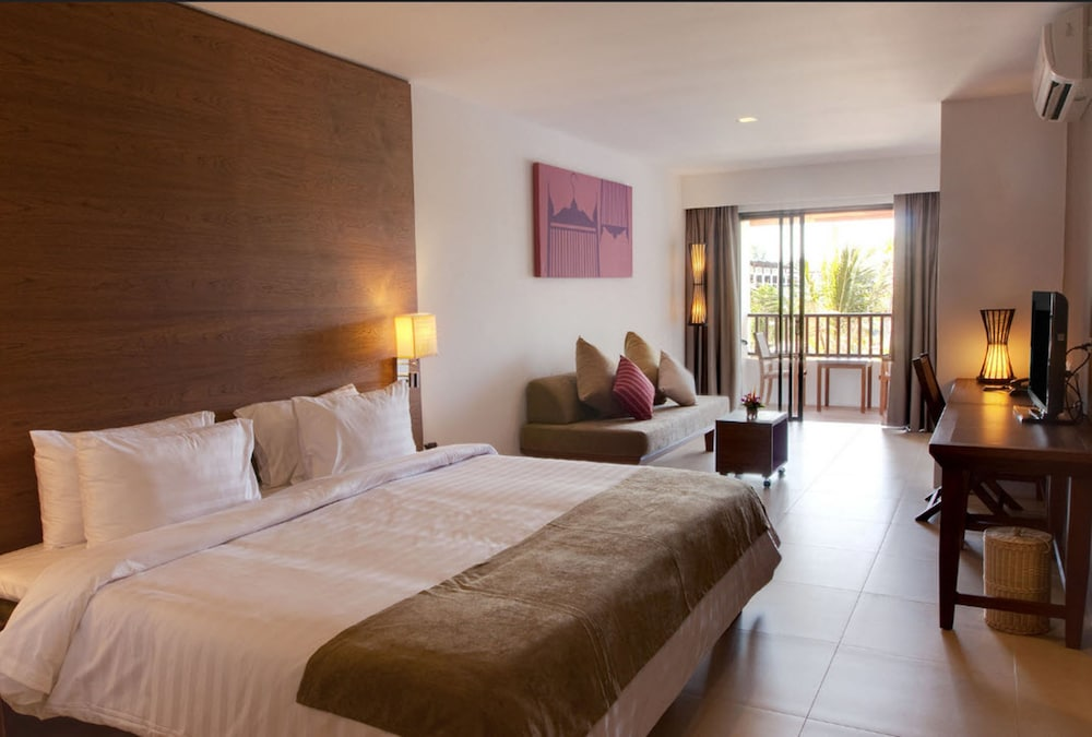 https://i.travelapi.com/hotels/1000000/480000/478900/478899/ae7801ab_z.jpg