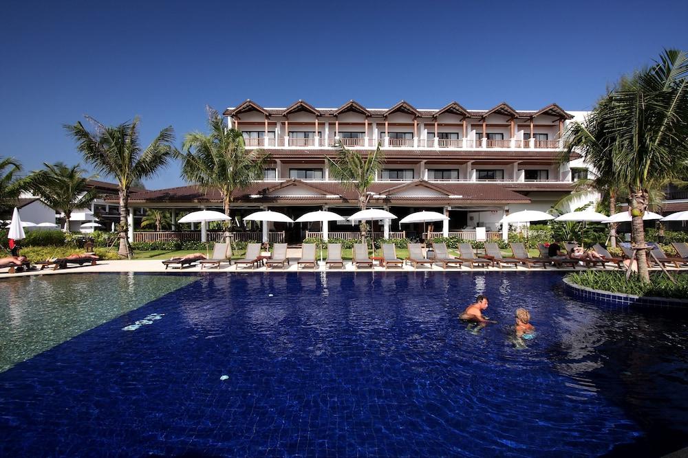 https://i.travelapi.com/hotels/1000000/480000/478900/478899/fd2cbbe3_z.jpg