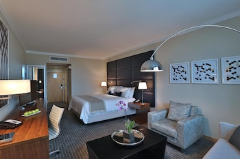 Business Room, 1 King Bed (Club)