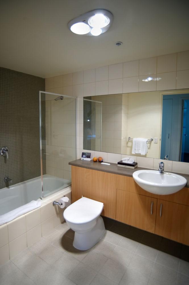 퀘스트 플레밍턴(Quest Flemington) Hotel Image 28 - Bathroom