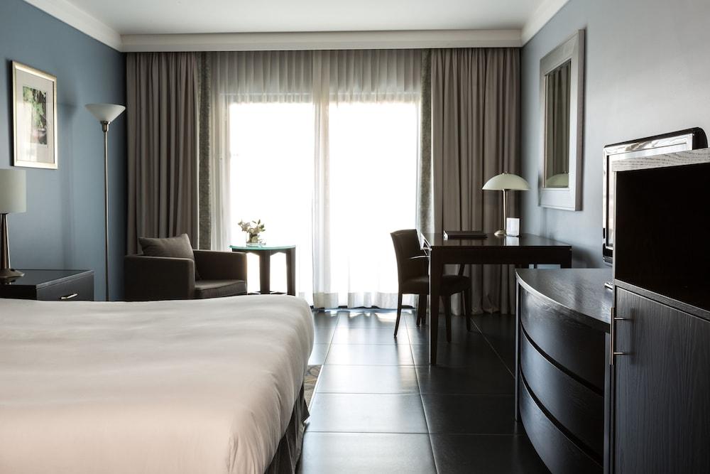 https://i.travelapi.com/hotels/1000000/490000/481600/481565/0186a083_z.jpg