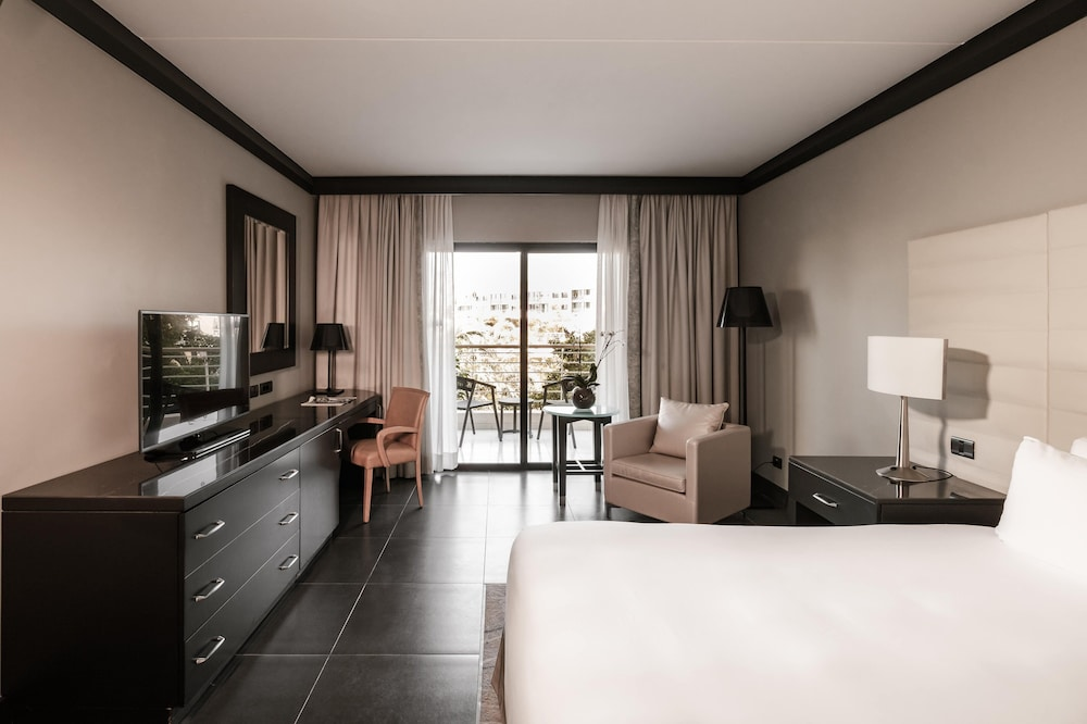 https://i.travelapi.com/hotels/1000000/490000/481600/481565/2d566086_z.jpg