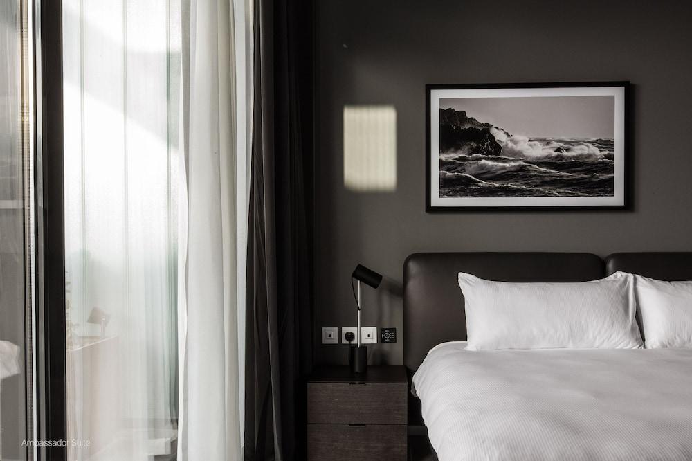 https://i.travelapi.com/hotels/1000000/490000/481600/481565/2e53b1f5_z.jpg