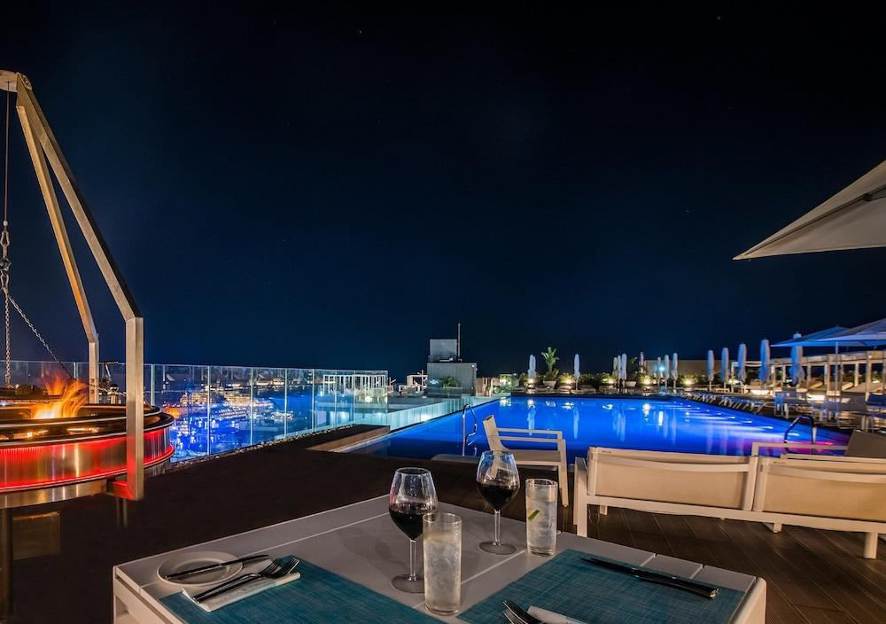 https://i.travelapi.com/hotels/1000000/490000/481600/481565/660f3fd3_z.jpg