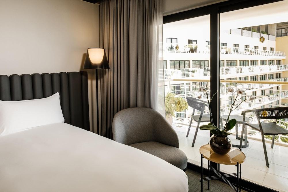 https://i.travelapi.com/hotels/1000000/490000/481600/481565/8de07e4c_z.jpg