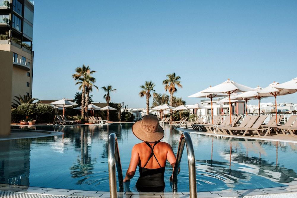 https://i.travelapi.com/hotels/1000000/490000/481600/481565/a7fbe000_z.jpg