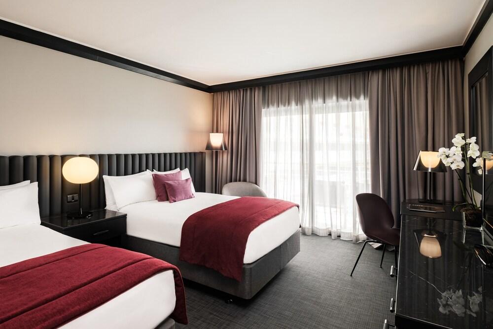 https://i.travelapi.com/hotels/1000000/490000/481600/481565/b29f5e0d_z.jpg