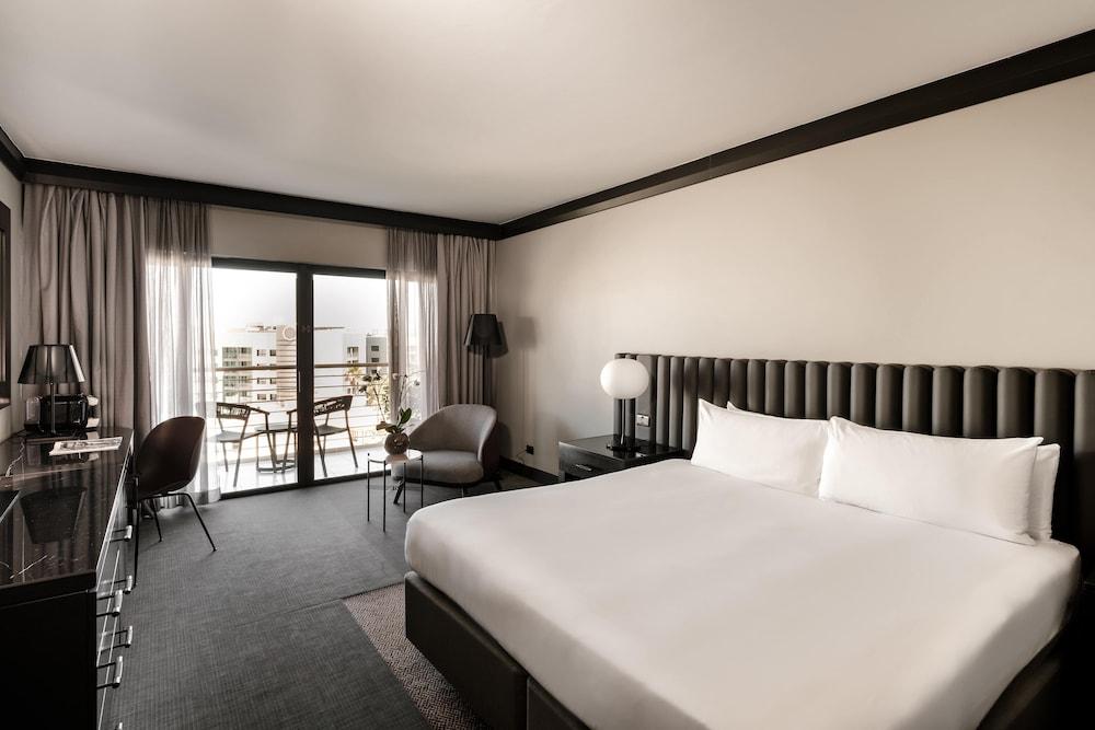 https://i.travelapi.com/hotels/1000000/490000/481600/481565/c8a4c93c_z.jpg